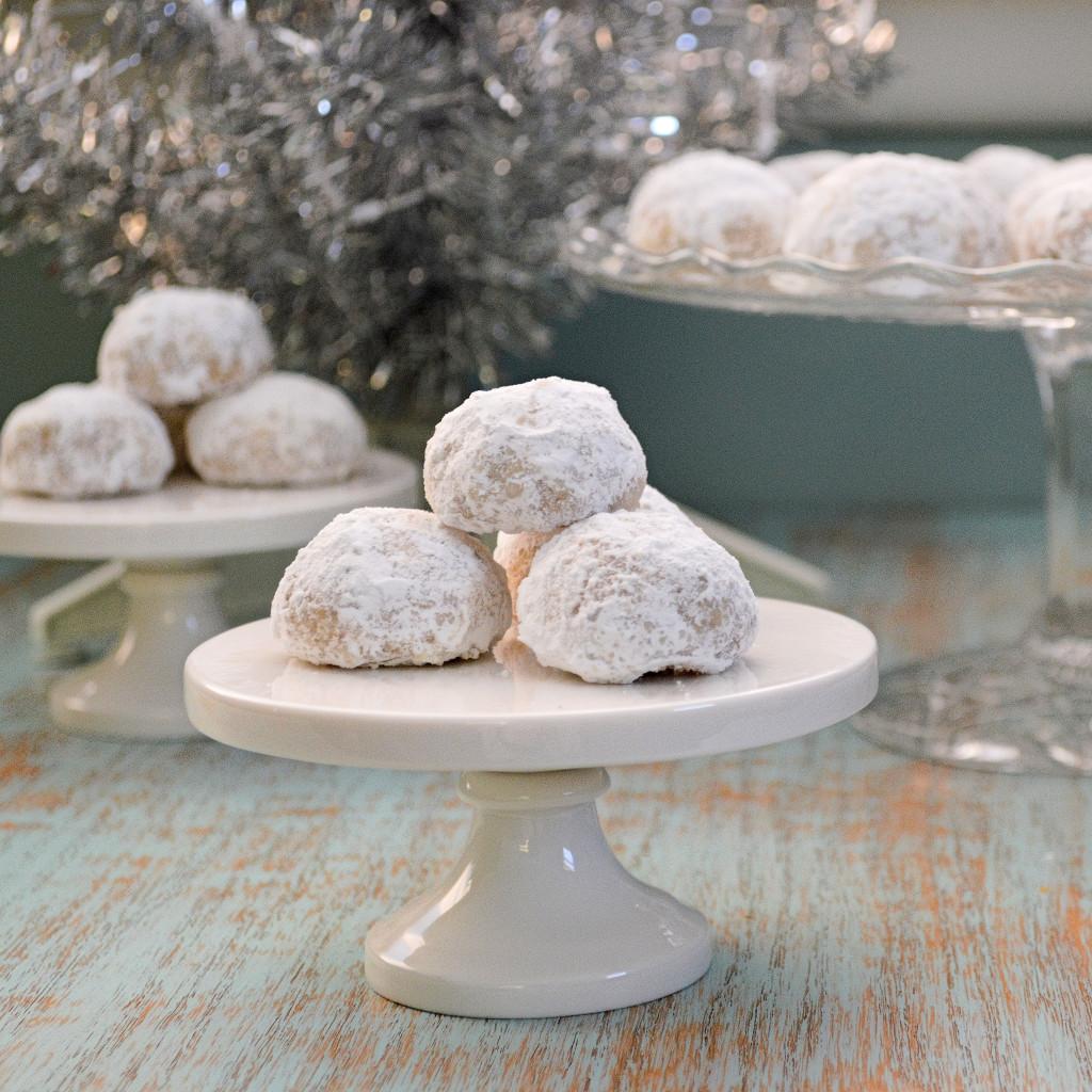 Mexican Wedding Cakes: aka Pecan Meltaways or Snowballs | Kitchen Gidget