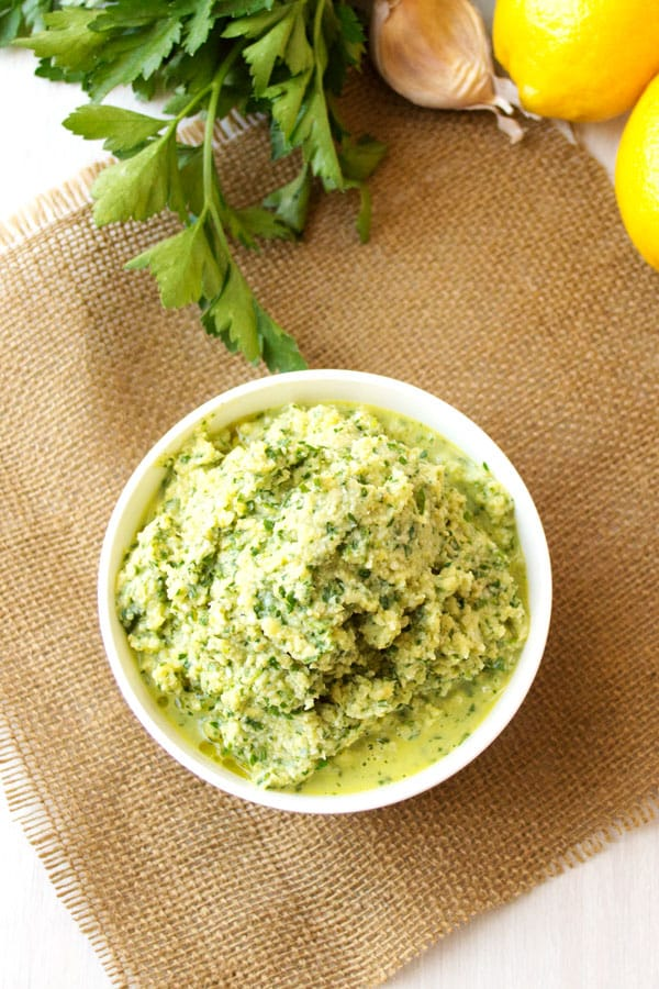 Lemon Artichoke Pesto with garlic and olive oil for pasta, salad, chicken, vegan appetizers and dips. #easyrecipes #healthyeating #pesto #vegetarianrecipes