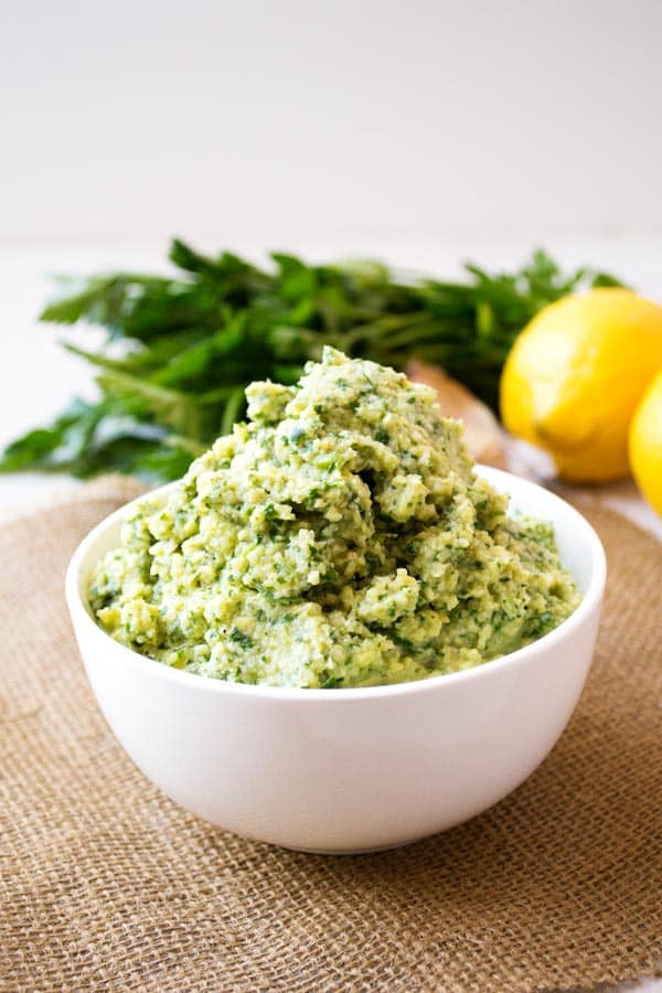 Lemon Artichoke Pesto for pasta, sandwiches, salads, dips, chicken and more recipes! Perfect for your vegan friends! #healthyfood #healthyrecipes #veganfood #pesto