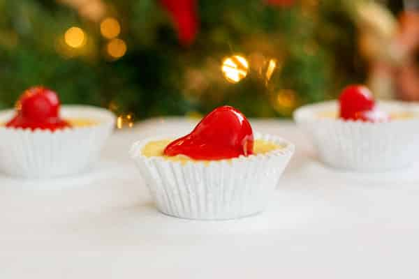 Mini cherry cheesecakes with a vanilla wafer crust! Easy, dessert bites with pie filling and Nilla wafers!