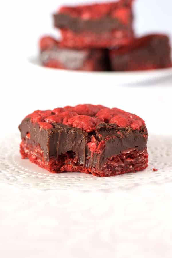 These red velvet oatmeal fudge bars are amazing! This Valentine's recipe features a layer of chocolate fudge baked between two layers of oatmeal cookies!