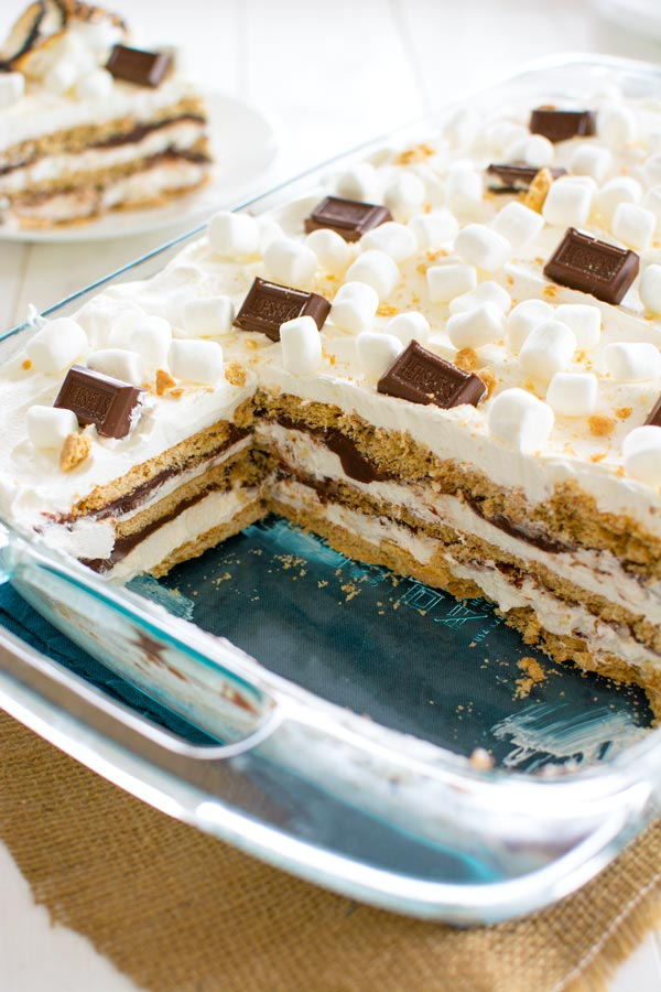 Bring the s'mores indoors with this no-bake S'mores Icebox Cake!