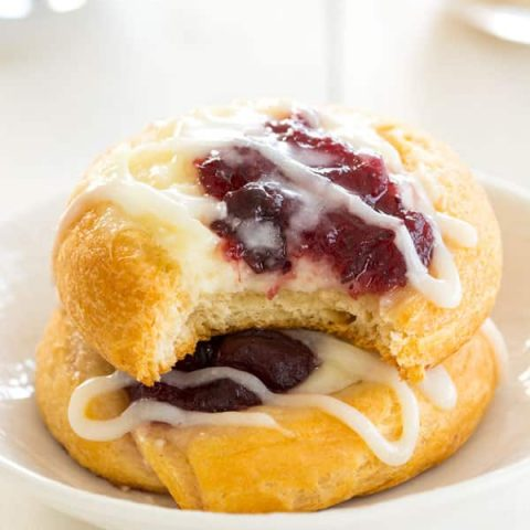 Cranberry Cream Cheese Pastries - an easy, festive breakfast recipe!