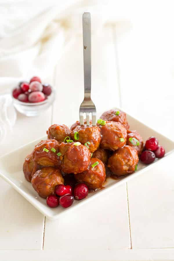 Crock Pot Cranberry Meatballs | Easy 3-ingredient appetizer recipe! #appetizers #holidayrecipes #slowcooker