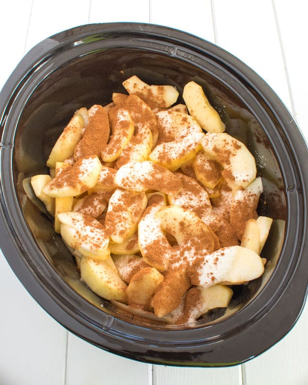 Crock Pot Cinnamon apples are so easy in the slow cooker! My house smells amazing! #breakfast #dessert #crockpot #easyrecipe