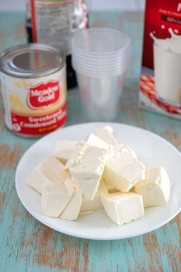 Ingredients for limber de cheesecake: cream cheese, sweetened condensed milk, vanilla, milk